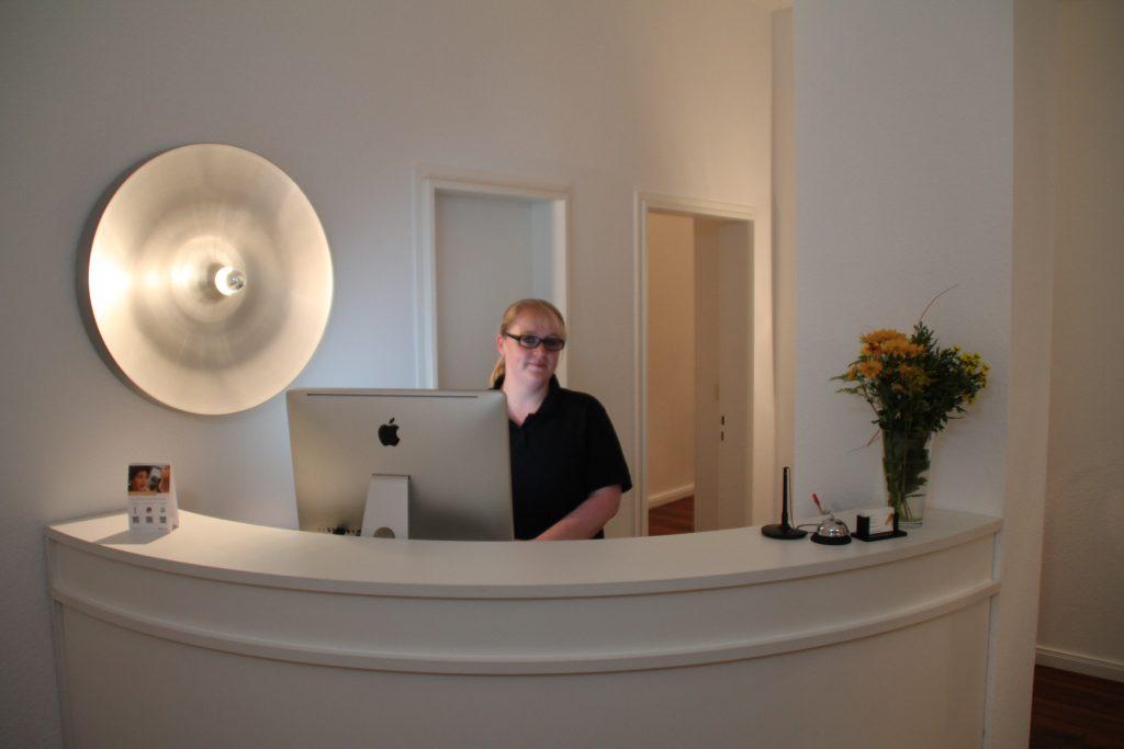 Zahnarztpraxis Thilo Bracke - Empfang durch Melanie Hamann